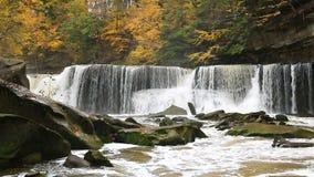 Great Falls op de Lijn van de Blikslagerskreek stock videobeelden