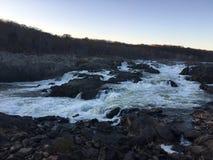 Great Falls puissant au crépuscule Photographie stock libre de droits