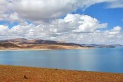 Great Lakes av Tibet Sj?Rakshas Tal Langa-TSO i sommar p? en molnig dag royaltyfria foton