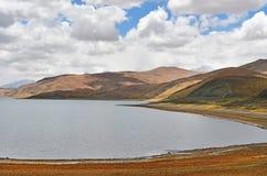 Great Lakes av Tibet Sj?Rakshas Tal Langa-TSO i sommar i molnig dag fotografering för bildbyråer