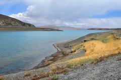 Great Lakes av Tibet Sj?Rakshas Tal Langa-TSO i sommar i molnig dag arkivbild