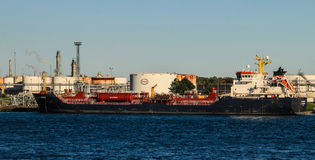 Great Lakes Freighter At Esso Canadian Oil Refinery Stock Images