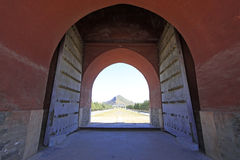 Free Great Red Gate And Venus Mountains In The Eastern Royal Tombs Of Royalty Free Stock Images - 32737069