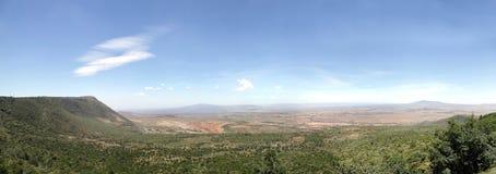 Great Rift Valley Кении с вулканом Mt Longonot (правым) и Mt (выведенное) Suswa Стоковое Изображение