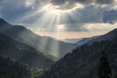 Great Smoky Mountains Gatlinburg TN Sun strahlt Sonnenuntergang aus Stockfotos
