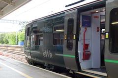 Great Western Bahn-London verklemmter Zug von Newbury-Station, Großbritannien lizenzfreie stockfotografie