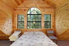 Greatroom moderne de maison de logarithme naturel Images libres de droits