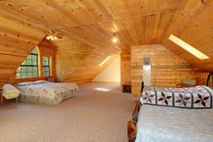 Greatroom moderne de maison de logarithme naturel Photos stock