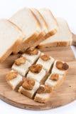 Greaves na plasterek grzanki chlebie obraz stock