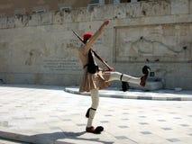 Grecia, Atenas, guarda el cambio en el parlamento imagen de archivo libre de regalías