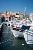 Grecia, barcos en la bahía de Hersonissos Fotografía de archivo libre de regalías