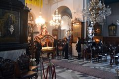 2015 Grecia Ceremonia del Viernes Santo, en la catedral de Trimartyrus Chania Foto de archivo