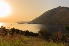 Grecia crete La bahía en la puesta del sol fotografía de archivo