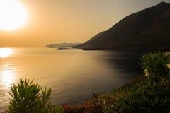 Grecia crete La bahía en la puesta del sol fotos de archivo libres de regalías