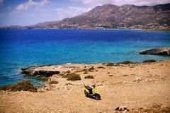 Grecia hermosa, isla maravillosa y mar Foto de archivo