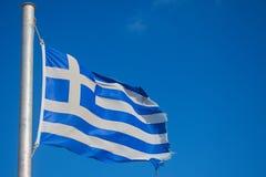 Grecia, la bandera en la brisa en un día de veranos fotos de archivo libres de regalías