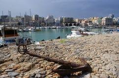 Grecia, la isla de Creta El puerto en la ciudad portuaria y la capital, Heraklion imágenes de archivo libres de regalías