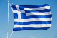 Grecja chorągwiany trzepotać w wiatrze Zdjęcia Royalty Free