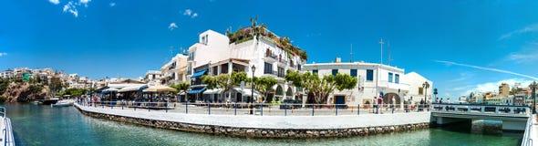 Grecja Crete Agios Nikolaos jeziorna panorama, schronienie Zdjęcie Royalty Free