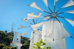 Grecja, Crete, wiatraczki na zielonym wzgórzu Obraz Royalty Free