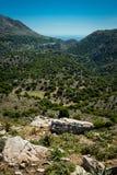 Grecja, Crete, widok zieleni wzgórza dalecy morze i Obraz Stock