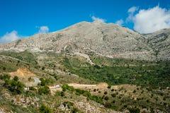 Grecja, Crete, widok zieleni wzgórza i siwieje wierzchołki Obraz Royalty Free