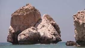 Grecja, Cypr basen Aphrodite, skały wtyka z wody morskiej, Denny wybrzeże z skałami, Rockowy wtykać pionowo zbiory