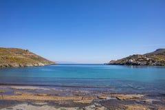 Grecja Kea wyspa Niebieskie niebo, spokojna woda morska, Otzias zatoka zdjęcie royalty free