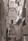 Grecja Korfu wybrzeże wyspy paleokastrica Greece Typowy podwórze w centrum Corfu Fotografia Stock