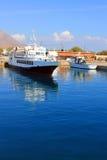 Grecja W lato statkach przy molem w morze Fotografia Royalty Free