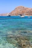 Grecja W lato statkach w schronieniu w morzu blisko wyspy Obrazy Royalty Free