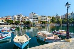 Grecka łódź rybacka przy Aghios Nikolaos portem Zdjęcia Royalty Free