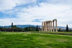 Grecka świątynia Olimpijski Zeus w Ateny na wiosna dniu obrazy stock