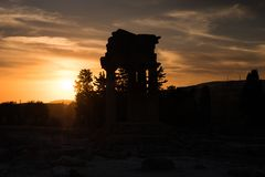 Grecka świątynia Rycynowy i Pollux podczas zmierzchu w Agrigento, Sicily obraz royalty free
