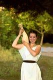 Grecka kobieta z wazą w parku Obrazy Royalty Free