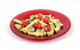 grecka makaronu talerza czerwieni sałatka Fotografia Stock