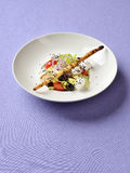 Grecka sałatka słuzyć z sezamowym breadstick Fotografia Royalty Free