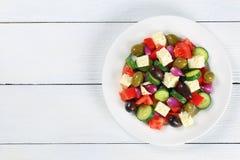Grecka sałatka z świeżymi warzywami, odgórny widok Zdjęcia Stock