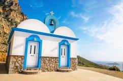 Grecki kościół z ikonowym błękitem barwi na Kalymnos Zdjęcia Stock