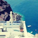 Grecki kurortu taras, morze egejskie w Oia i, Santorini wyspa, Gr Obraz Royalty Free