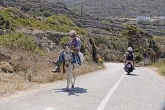 Grecki mężczyzna na mule Fotografia Royalty Free