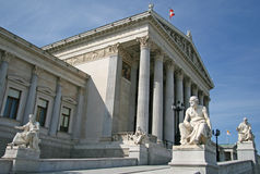 Greckie filozof statuy przy Austriackim parlamentu budynkiem Fotografia Royalty Free