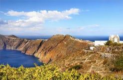 Greckie wyspy, Denne falezy, wybrzeże krajobraz, Wyrzucać na brzeg zdjęcia stock