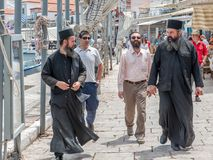 Greckokatoliccy księża przy Grecką wyspy hydrą zdjęcia royalty free