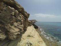greco σπηλιών ακρωτηρίων κοντά στη θάλασσα Στοκ εικόνες με δικαίωμα ελεύθερης χρήσης