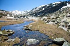 Gredos bergflod Arkivbild