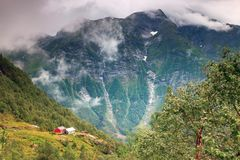 Gree Wiejska scena w Norwegia i bujny obrazy royalty free