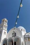 Greece. Igreja branca de encontro ao céu azul. Imagens de Stock Royalty Free