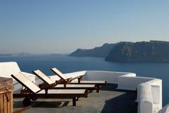 greece sunloungerterrass Fotografering för Bildbyråer