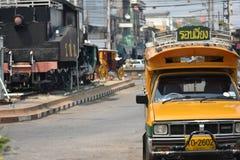 Green†‹and†‹yellow†‹car†jawny ‹Lampang, Tajlandia obraz stock